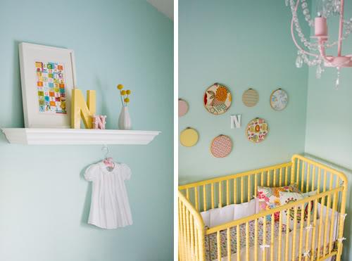 jolie chambre vert d eau jaune corail cerise et petits pois. Black Bedroom Furniture Sets. Home Design Ideas