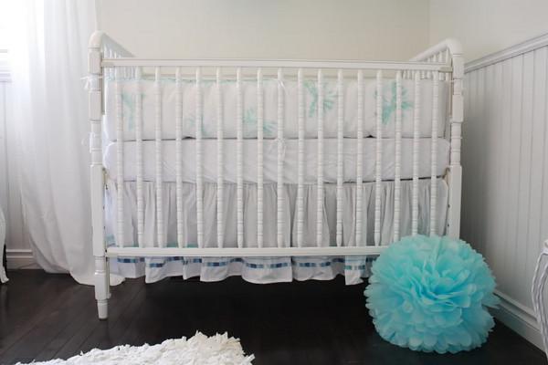 jolie chambre blanc vert d eau turquoise cerise et petits pois. Black Bedroom Furniture Sets. Home Design Ideas